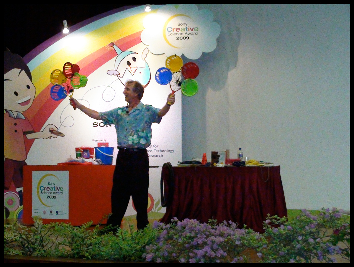 Eddie Goldstein | Magical Math and Science Show at the Singapore Science Center
